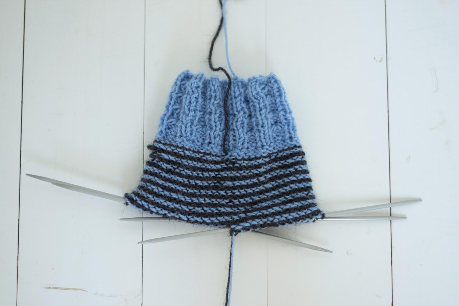 Raitojen neulominen spiraalina