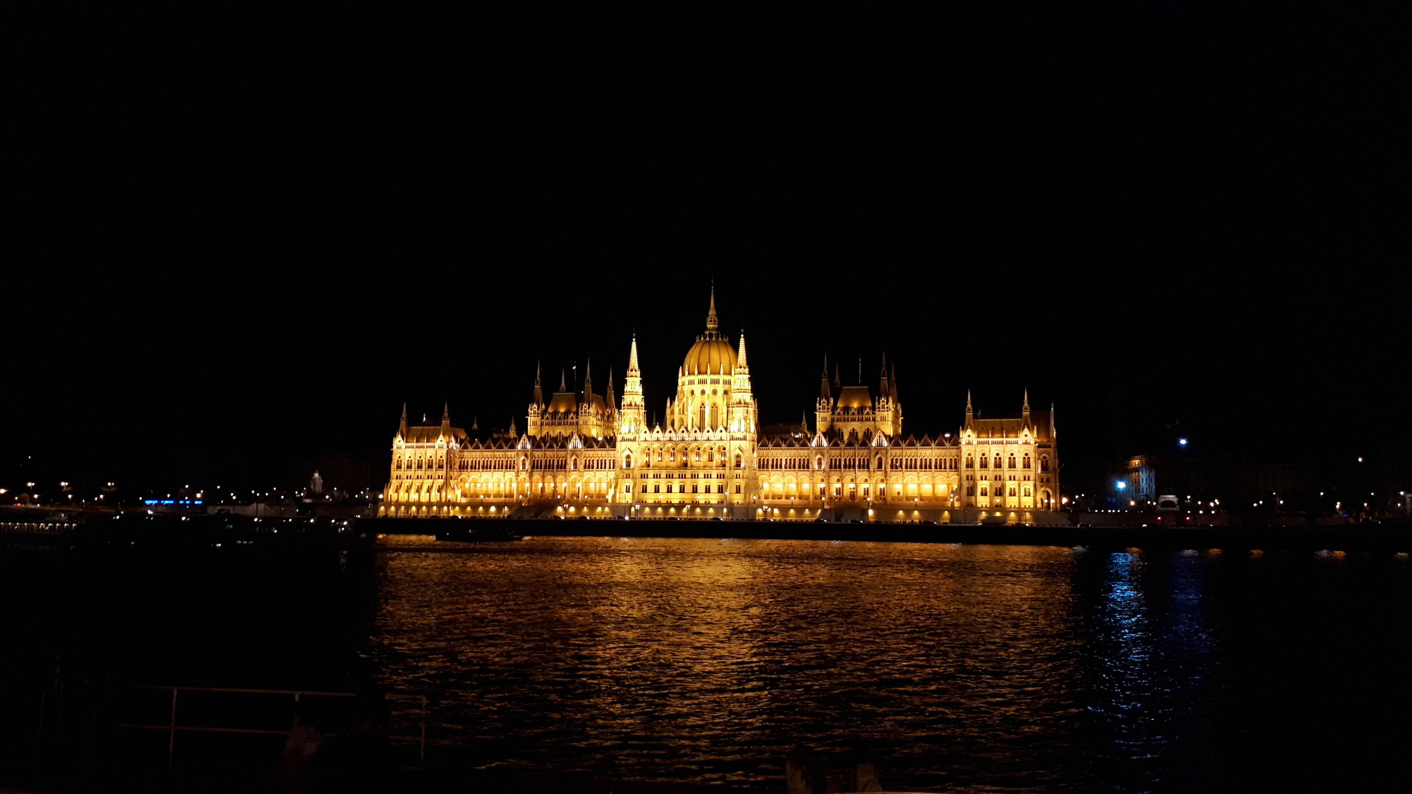 Budapestin parlamenttitalo